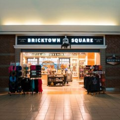 Food and Shopping at Will Rogers World Airport - Bricktown Square